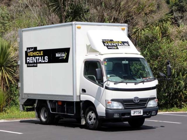 2 tonne truck side view